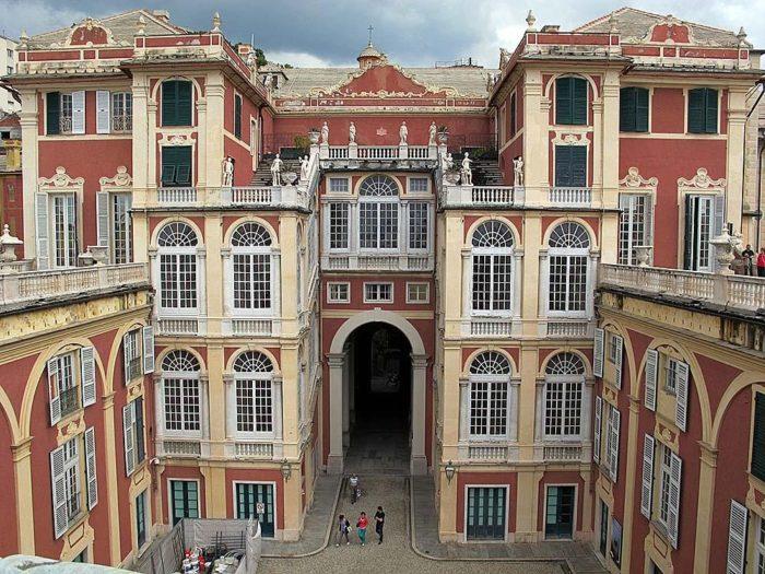Фасад королевского дворца