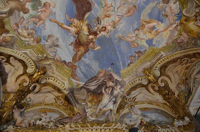 Роспись на потолке дворца
