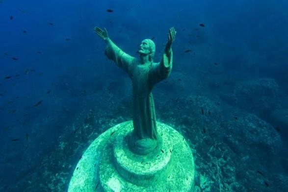 Скульптура Христос из бездны
