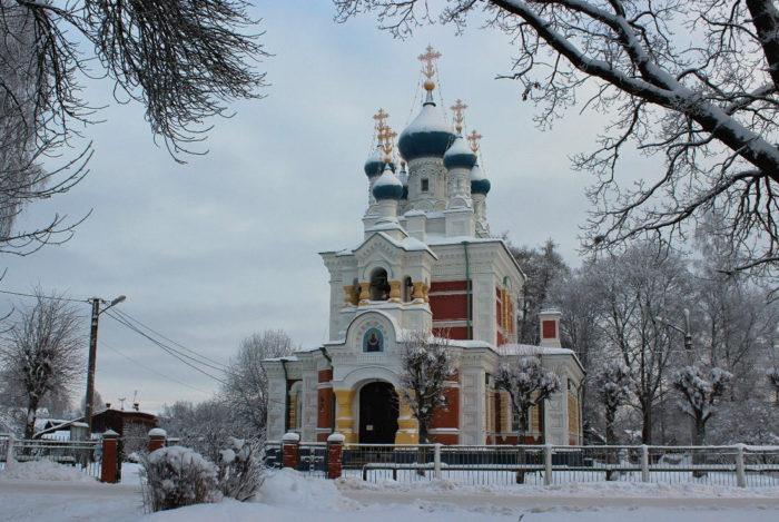 Церковь Покрова Пресвятой Богородицы в снегу