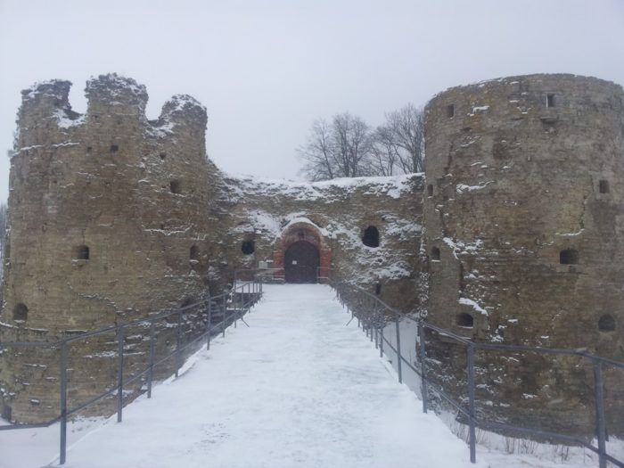 Вход в Копорскую крепость