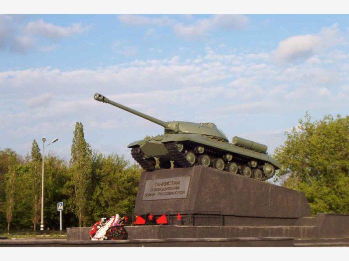 Памятник танкистам – освободителям замли Россошанской