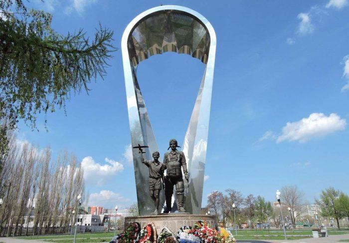 Памятник «Воронеж - родина ВДВ»