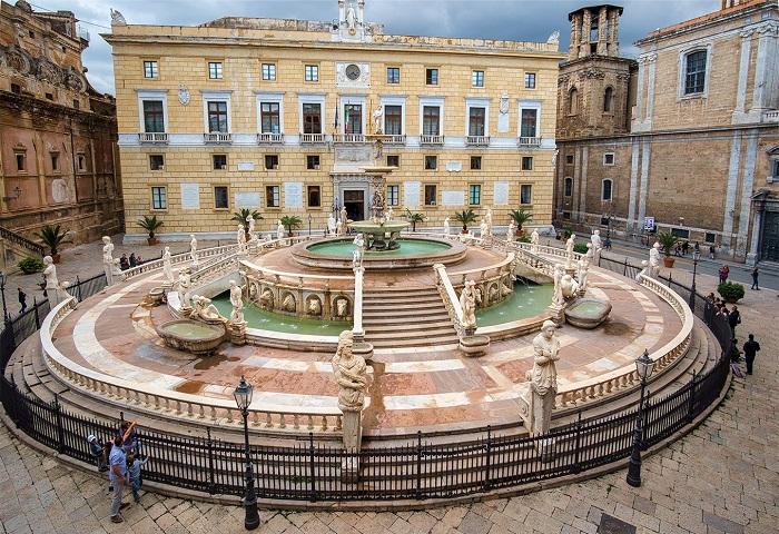 Площадь и фонтан Претория