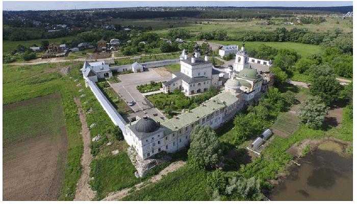 Общий вид Белопесоцкого монастыря
