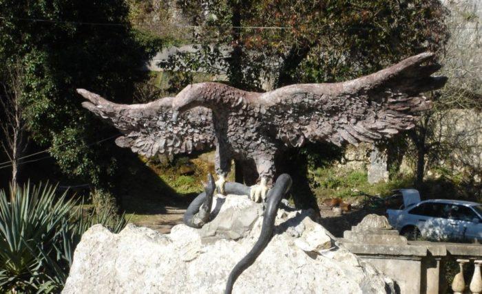 «Орел, терзающий змею»