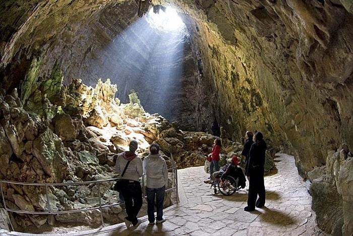 Пещера в Гротте-ди-Кастеллана