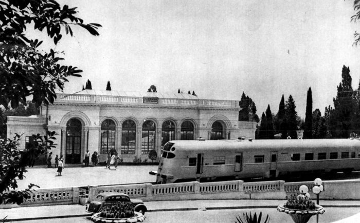 Сухумский вокзал в 50-е годы ХХ века
