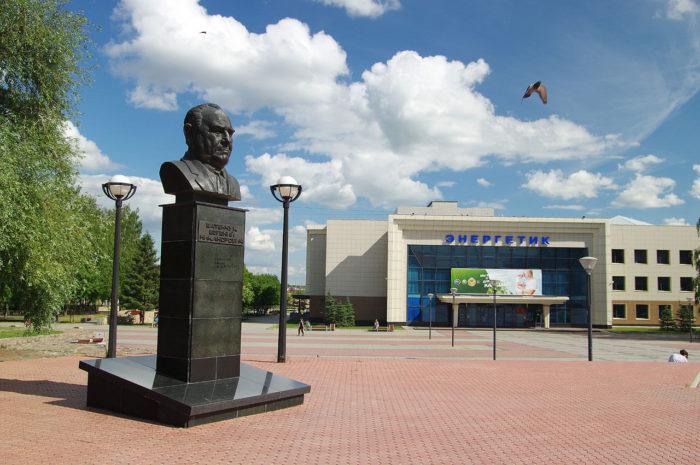 Памятник Евгению Батенчуку