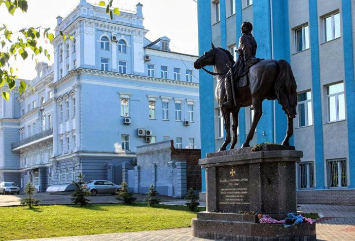 Памятник Надежде Дуровой