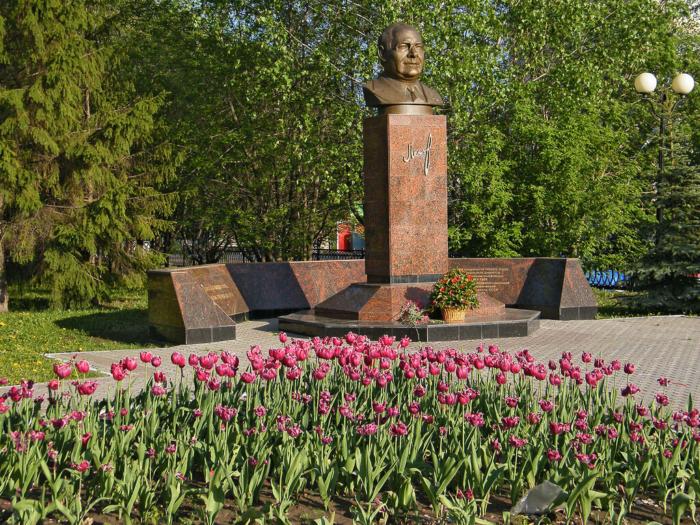 Памятник Николаю Лемаеву
