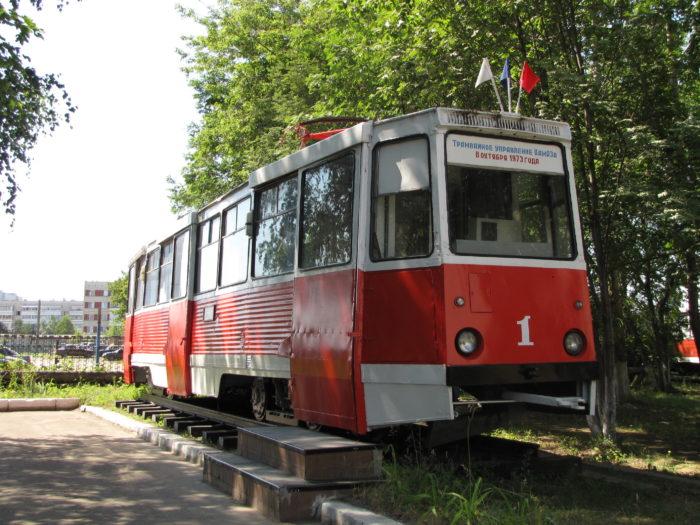 Памятник первому трамвайному вагону