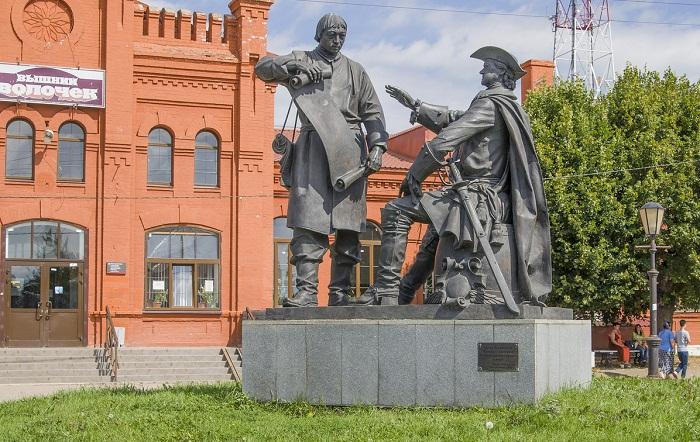 Памятник Петру Первому и Сердюкову