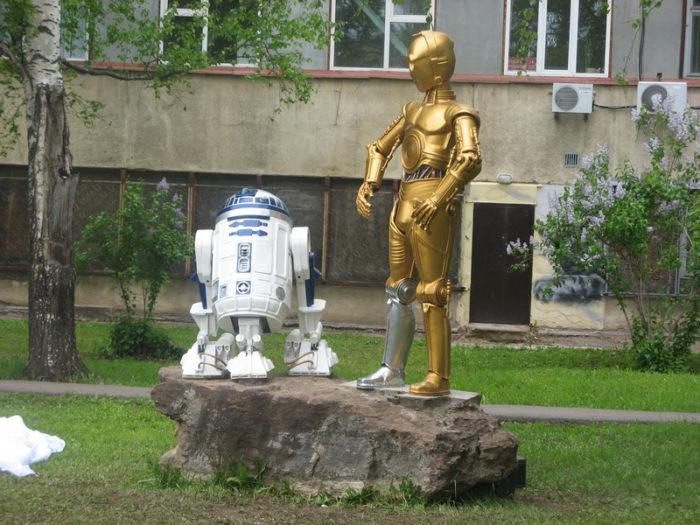 Скульптура «Роботы из «Звёздных Войн»