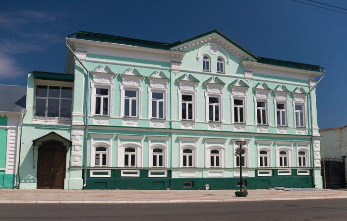 Здание первого уездного училища - Доходный дом купца Стахеева