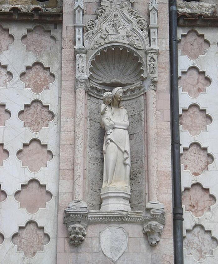Фрагмент фасада кафедрального собора