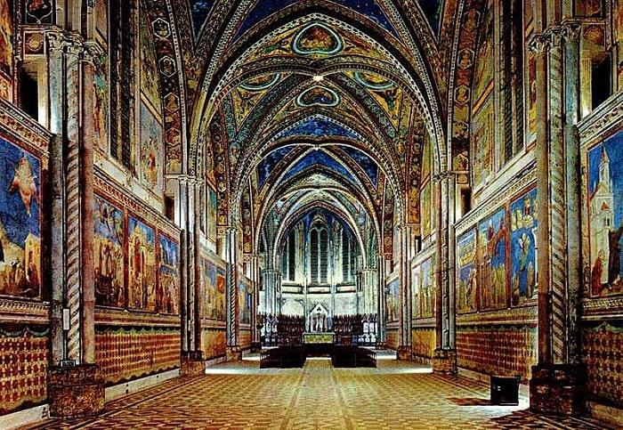 Кессонный потолок церкви