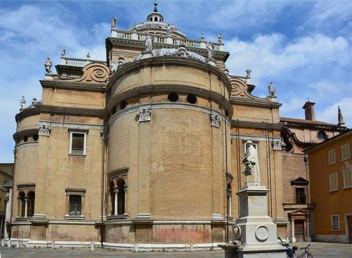Базилика Санта-Мария-делла-Секата
