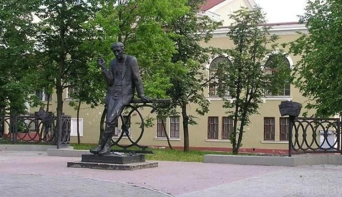 Памятник Алексею Решетову