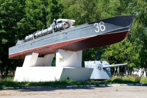 Памятник торпедному катеру 123К «Комсомолец» на Площади Балтийской славы