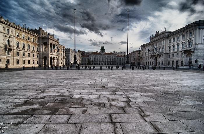Площадь единства Италии