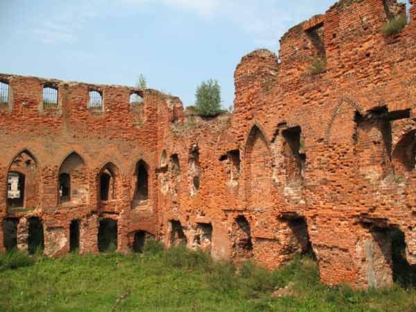 Руины прусского рыцарского замка Лохштедт