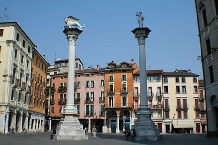 Колонны на площади Синьории