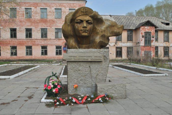 Памятник Анеле Кживонь