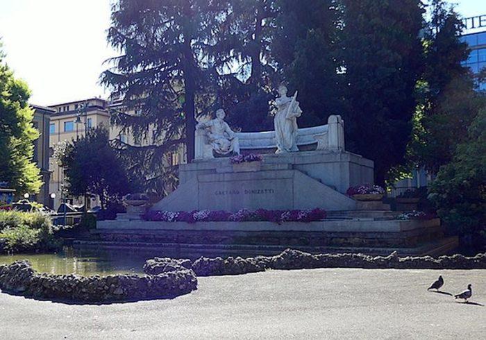 Памятник Доницетти