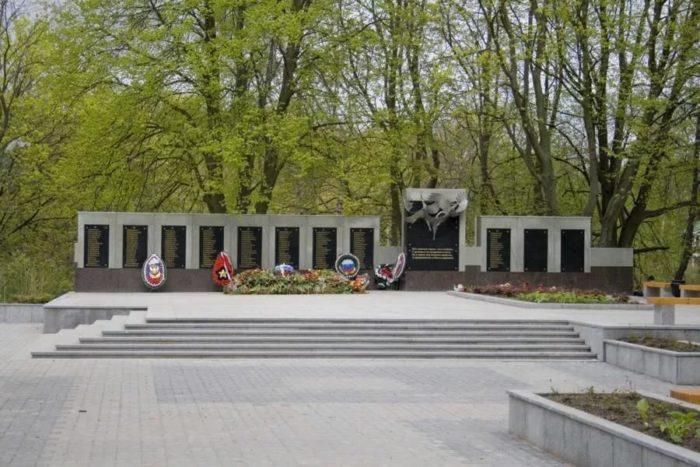 Мемориал на братской могиле советских воинов
