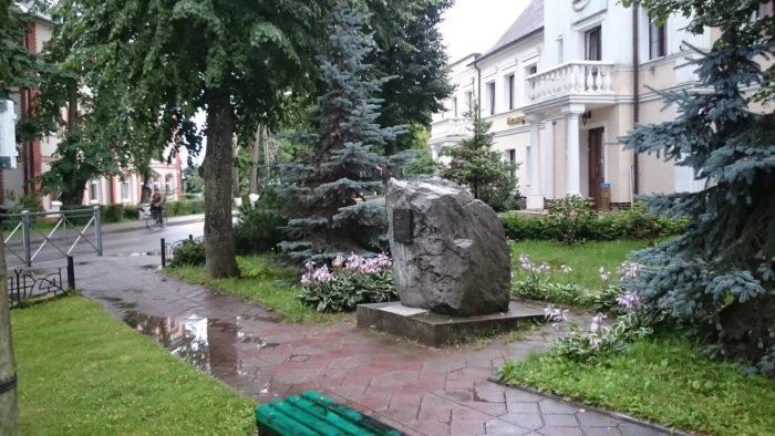 Памятник 60-летию Калининградской области