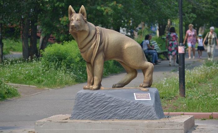 Памятник Берегите друзей