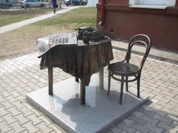 Памятник районной газете «За доблестный труд»