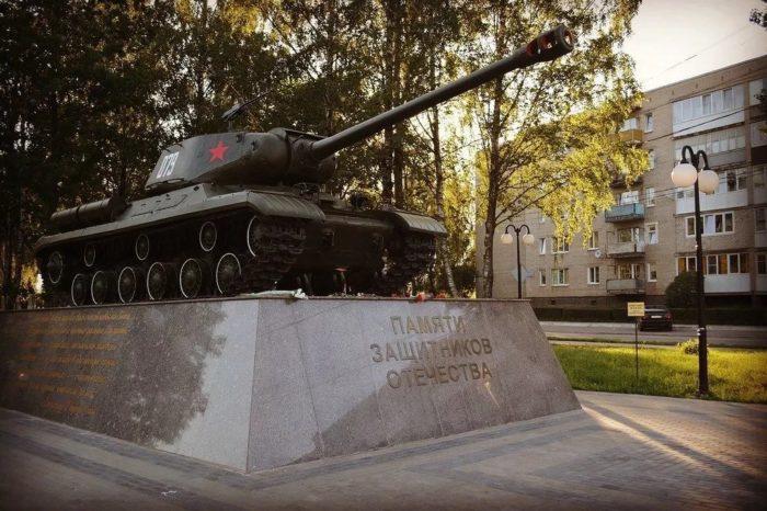 Памятник танку ИС-2