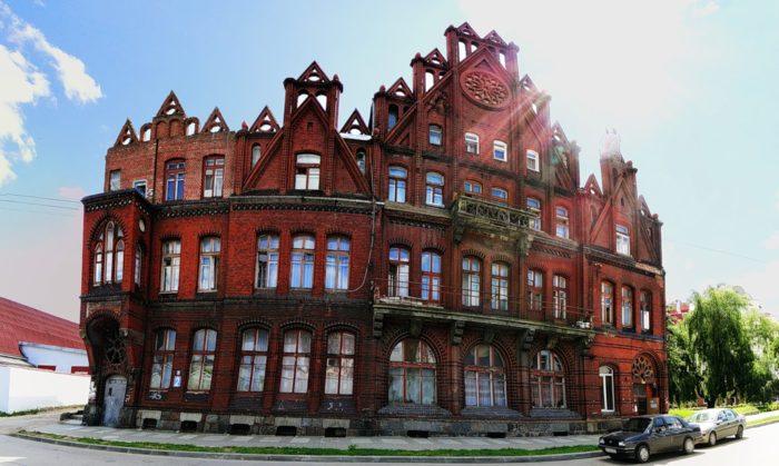 «Самое красивое общежитие» - Здание бывшего Народного банка-01