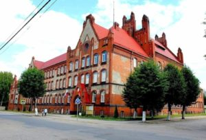 Здание Агропромышленного колледжа и старинная фреска-01