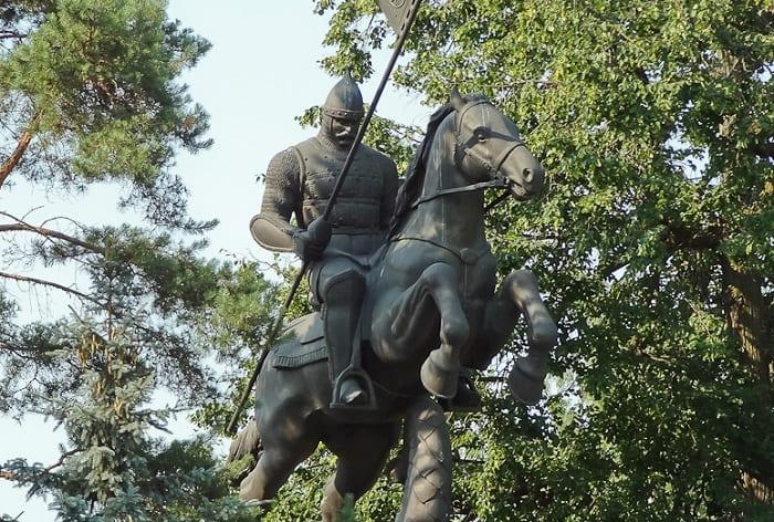 Памятник русскому витязю