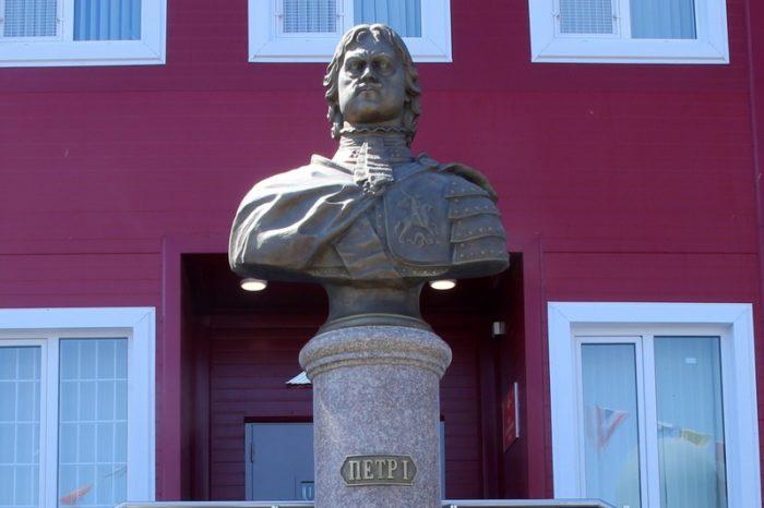 Памятники Петру I