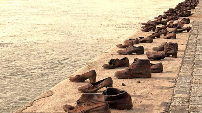 «Туфли на набережной Дуная»