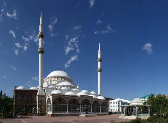 Центральная мечеть «Юсуф-бей Джами»