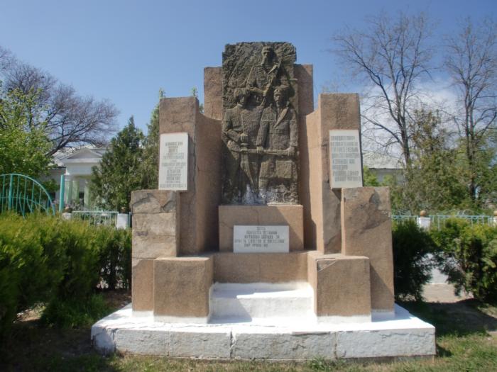 Обелиск 12ти расстрелянным дагестанским большевикам
