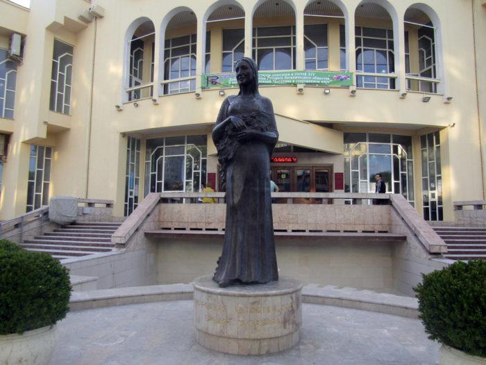 Памятник Барият Мурадовой