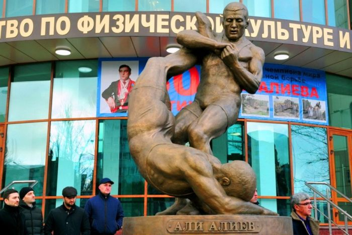 Памятник борцу Али Алиеву