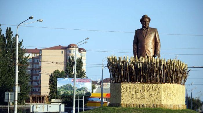 Памятник Ильмутдину Насрутдинову