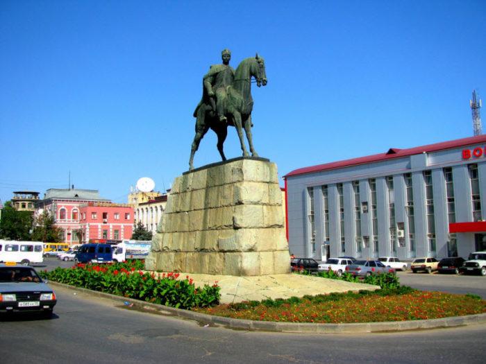 Памятник Магомед-Али «Махачу» Дахадаеву