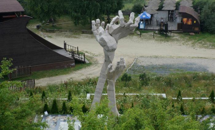 Памятник узникам концлагерей у шахты Анна