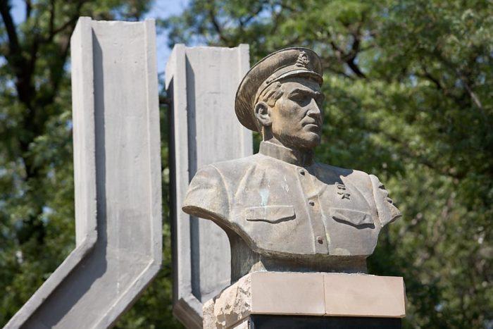 Памятники Магомету Гаджиеву