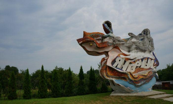 Скульптура «Русалка в морских волнах»