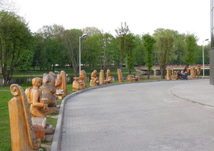 Сквер деревянных скульптур «Аллея счастья»