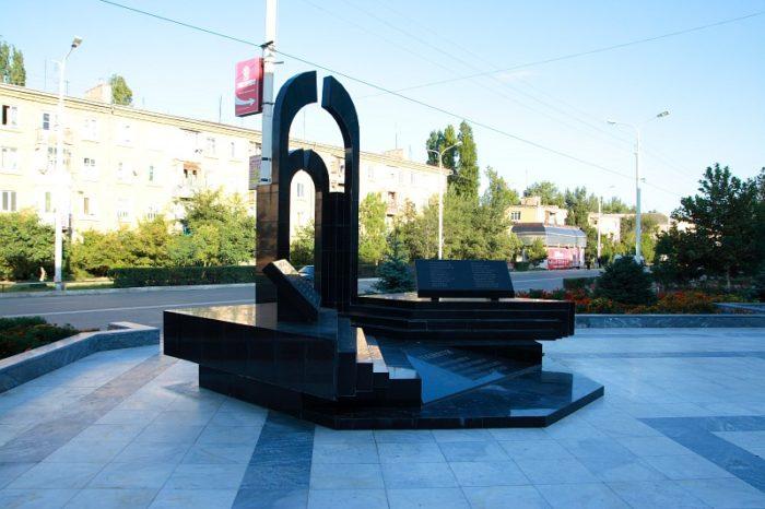 Мемориалы жертвам терактов 16 ноября 1996 года и 9 мая 2002 года